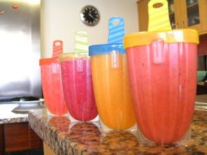 Da esquerda para a direita: melancia, ameixa,  damasco e morango